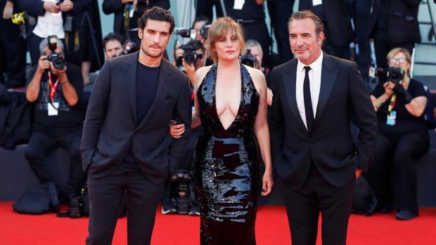 Louis Garrel, Emmanuelle Seigner y Jean Dujardin en la Mostra de Venecia
