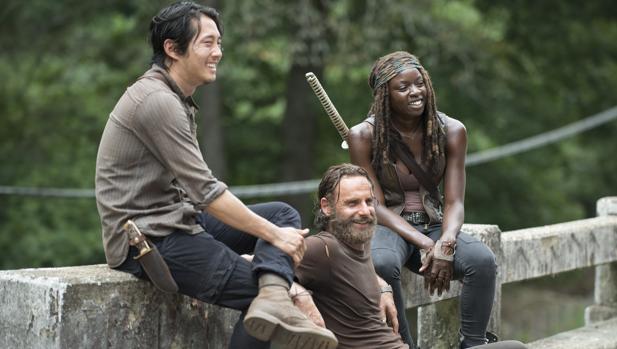Glenn (Steven Yeun), Rick (Andrew Lincoln) y Michonne (Danai Gurira), en «The Walking Dead»