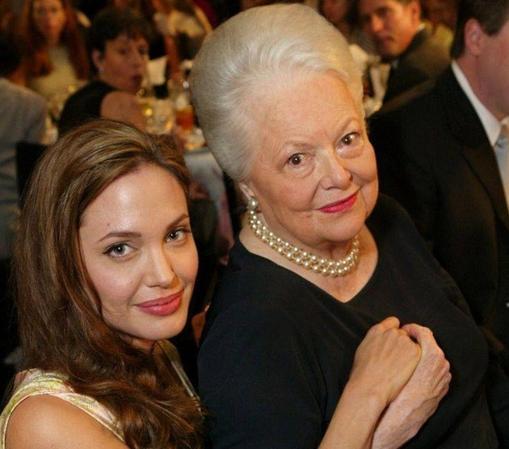 Olivia de Havillanda, con Angelina Jolie