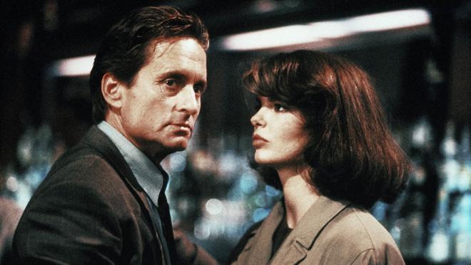 Michael Douglas y Jeanne Tripplehorn, en «Instinto básico»