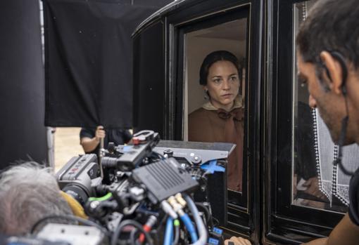 Leonor Watling, durante el rodaje de 'La templanza', adaptación televisiva de la novela homónima de María Dueñas