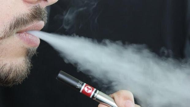 Vapear es mucho menos tóxico que fumar