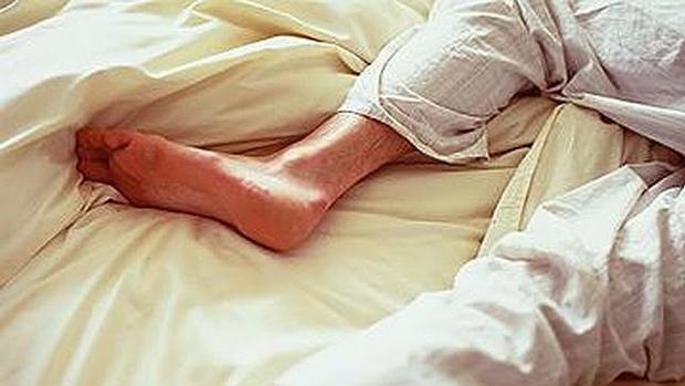 De las en la piernas ardor cama sensación en