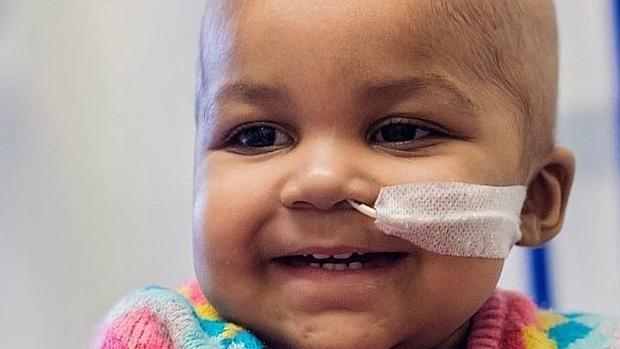 La niña Layla en una imagen tomada en el Hospital Great Ormond Street (GOSH) en Londres