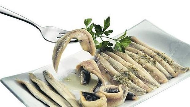 El vinagre conserva los alimentos entre 4-5 días, aunque en el caso de los boquerones en vinagre es preferible congelarlos antes