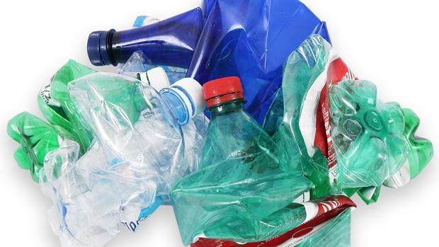 Los expertos afiran que los envases de plástico se están incorporando a la cadena alimentaria