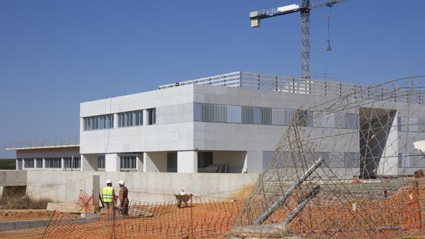 El centro hospitalario de Alta Resolución de Lepe, durante su construcción
