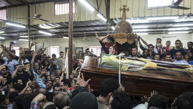 Mueren 26 personas por tiroteo contra autobús de cristianos coptos en Egipto (a finales del pasado mes de mayo)