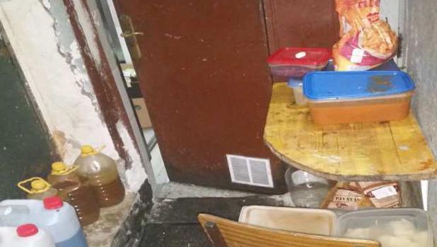 Un restaurante de Tetuán denunciado por tener comida caducada y suciedad