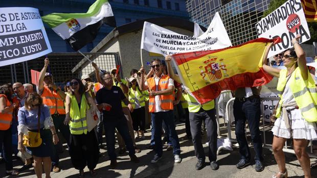 Concentración de examinadores, el pasado julio, frente a la sede de la DGT
