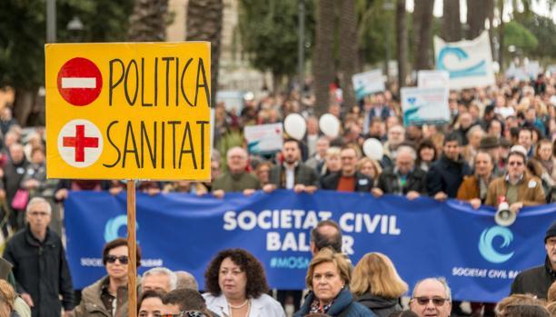 Manifestación organizada por la plataforma ciudadana «Mos Movem, En Marcha, Let's go»