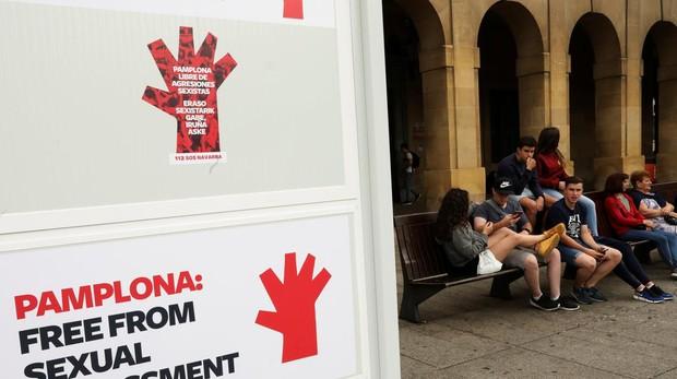 Cartel informativo sobre la campaña contra las agresiones sexistas en San Fermín ABC