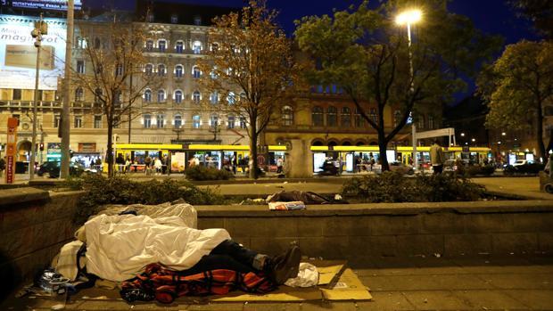 Un sintecho, en las calles de Budapest