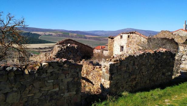 Vista del pueblo castellano de Sarnago, que pertenece a la comarca de Tierras Altas, en la provincia de Soria