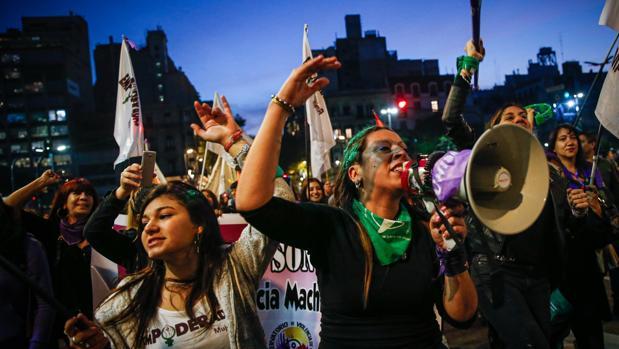 Miles de mujeres salen a la calle en Argentina para protestar contra la violencia machista