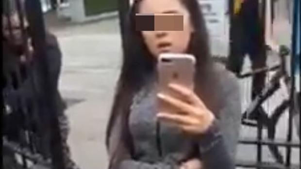 Una de las adolescentes que increpó al inmigrante mexicano
