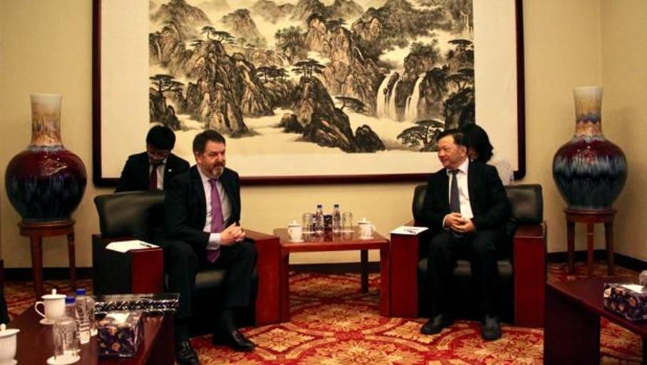 El director de ABC estrecha lazos con China