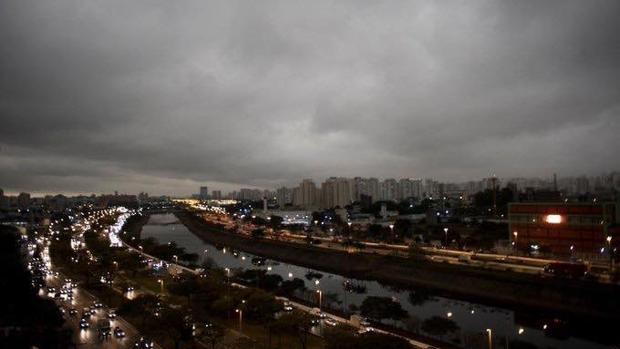 Sao Paulo anocheció abruptamente a las tres de la tarde