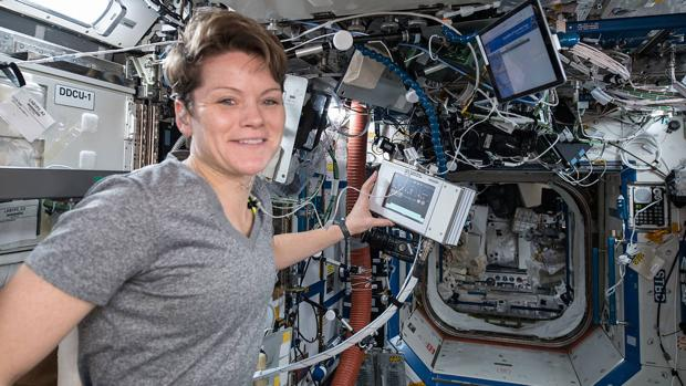 Anne McClain durante su estancia en la ISS