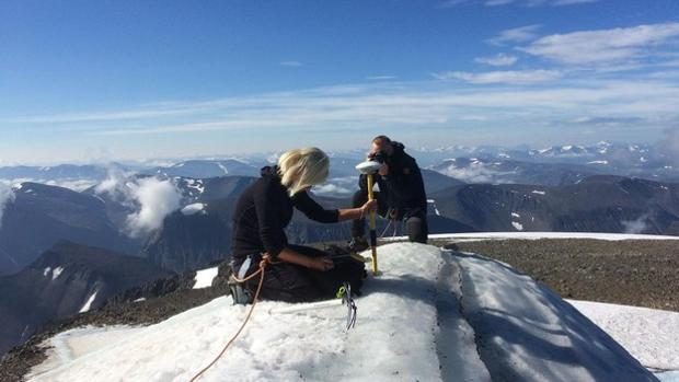 La científica Gunhild Ninis Rosqvistn en la cumbre Kebnekaise