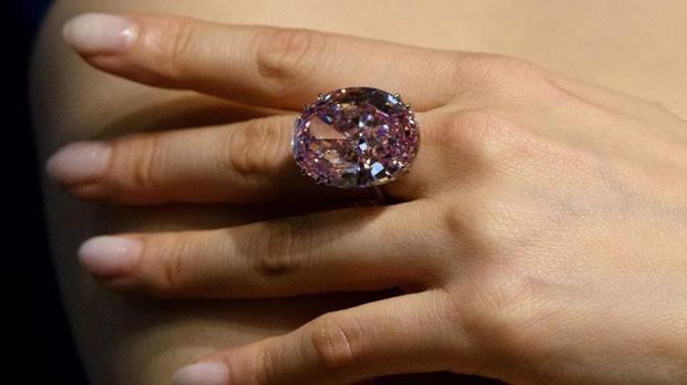 Este diamante rosa, bautizado como Pink Star, fue subastado por 71,2 millones de dólares