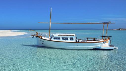 Llaüt, embarcación típica de la isla