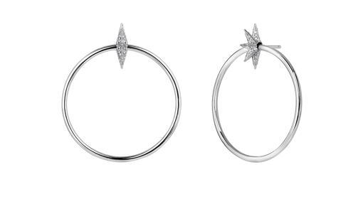 Pendientes aro estrella en plata con pavé de diamantes grises en talla brillante (389€)