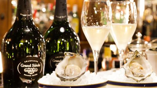 Ostras y champagne, la propuesta del Bar Grand Siècle, en el Hotel Wellington en Madrid