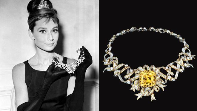 23c049b89275 Audrey Hepburn con el collar Tiffany Ribon con Diamante Amarillo de Tiffany    Co