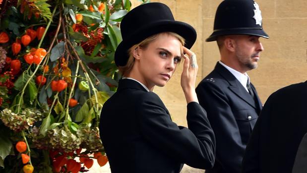 Cara delevingne con esmoquin en la boda de Eugenia de York