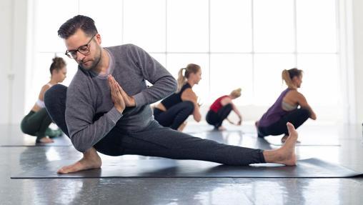 Posturas menos activas con estiramientos profundos