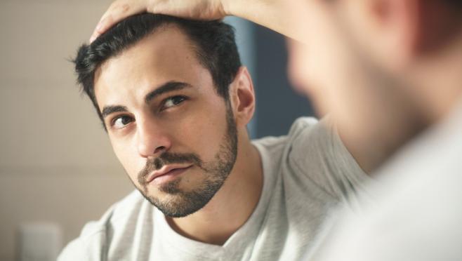 El estrés y la alimentación son dos de los factores que más influyen en la caída del cabello