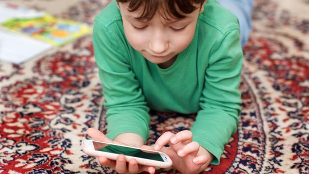 25f8655d547 GoogleLa mágica herramienta de Google con la que los padres podrán apagar  el móvil de sus hijos de forma remota