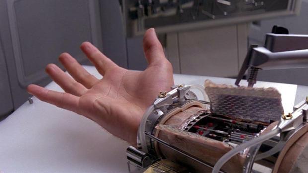 Captura de la mano biónica de Luke Skywalker en la saga «Star Wars»