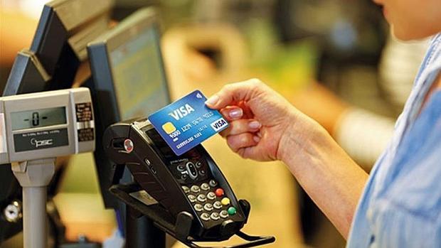 ¿Pueden robarte dinero en el metro o la calle con un datáfono portátil si tienes una tarjeta contactless?