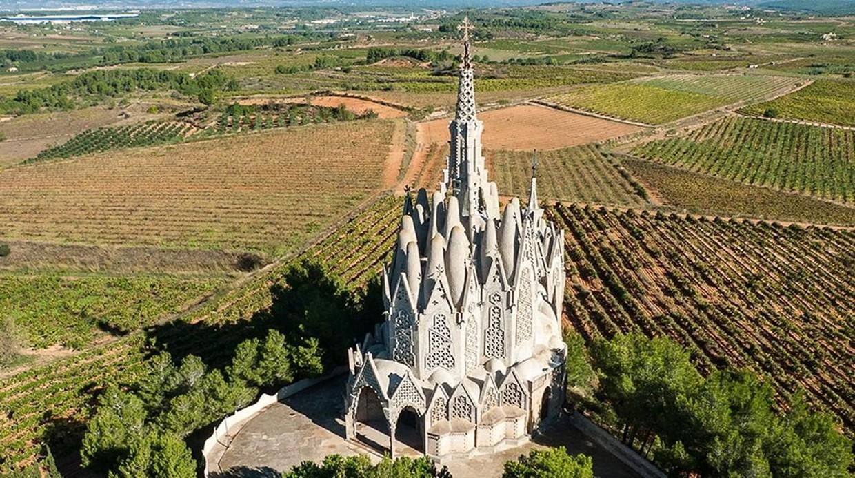 La «Otra» Sagrada Familia (Santuari de la Mare de Déu de Montserrat), situada en Montferri(Tarragona)