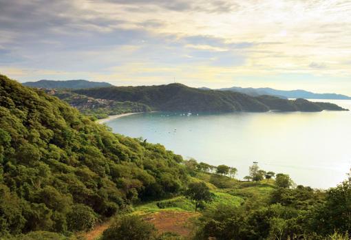 Despliegue de belleza natural en Playa Hermosa, Garabito, Costa Rica