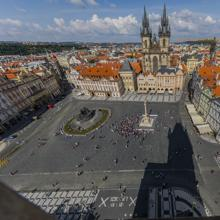 Nueva columna mariana en la Plaza de la Ciudad Vieja de Praga