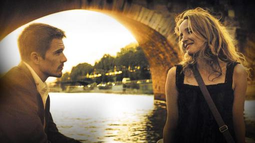 Ethan Hawke and Julie Delpy, on the Seine